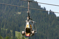 Transport von Mountainkart mit dem Lift